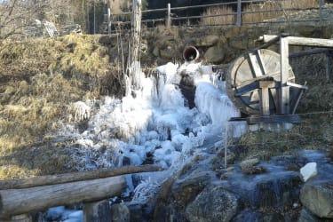 Im Winter wird der Spielplatz zum Eisplatz