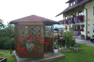 Pavillon und Grill