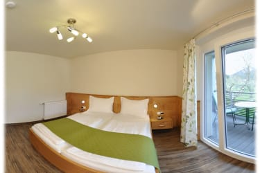 Schlafzimmer 1 - mit Südbalkon