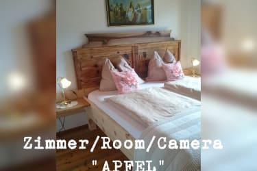 Zimmer Apfel, neue Designerbetten aus Zirbenholz