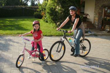 Alija am Fahrrad