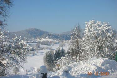 winterlandschaft kärnten bauernhof
