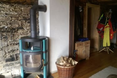 Urige Stube- Aufenthaltsraum mit Essecke und Kaminofen
