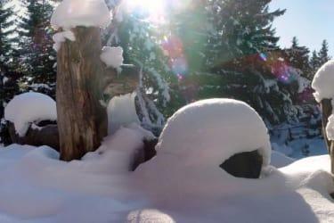 verschneiter Brunnen