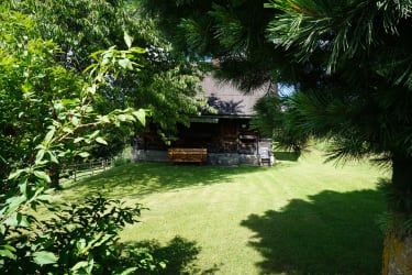 Garten mit Blick auf die Hütte