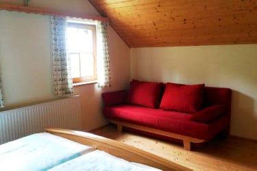 Couch im Zimmer 1