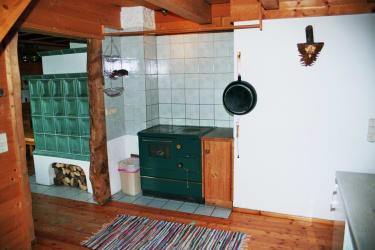 Panoramahütte Küche Kachelofen