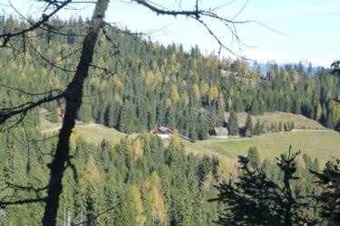 Grosshinterbergerhütte rechts im Bild