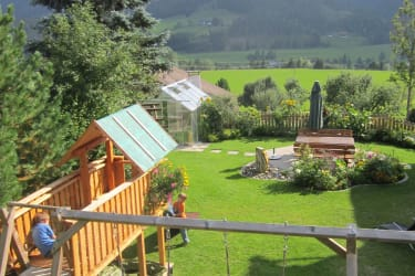 Aussicht auf den gepflegten Garten
