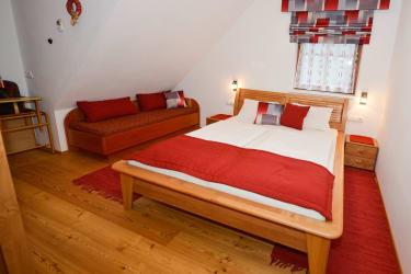 Schlafzimmer mit Zustellbett