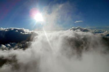 Über den Wolken die Morgensonne geniesen
