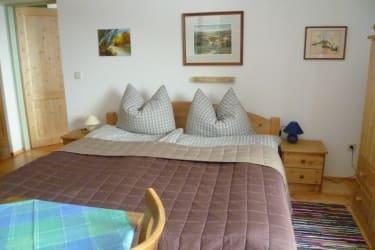 Doppelbett Wohnung Tschamutsch