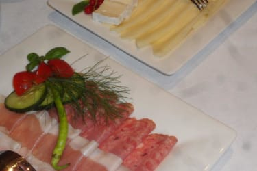 Wurst-und Käseteller