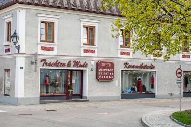 Hausansicht - Gasthof zum Goldenen Hirschen Wirtshaus & Appartements