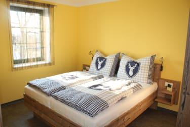Lachinger - Ferienwohnung - Gelbes Zimmer