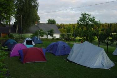 Auch Zelten im Garten ist möglich