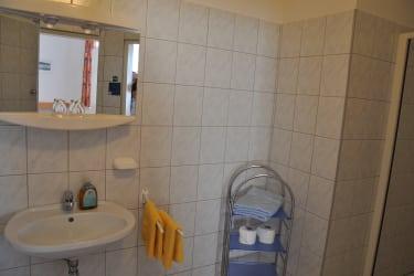 Zimmer Esterhazy Bad mit Dusche