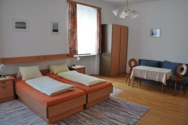 Zimmer Esterhazy mit Doppelbett und Ausziehcouch