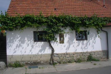 Weingut Wagner - Kellergasse in Zellerndorf