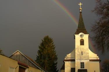 Weingut Wagner - Kirche in Deinzendorf