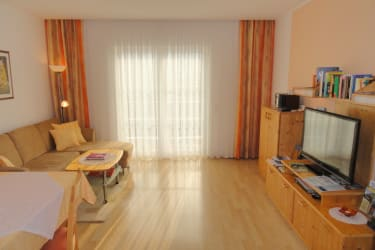 Haus Fasching - Ferienwohnung - Wohnzimmer mit Essecke