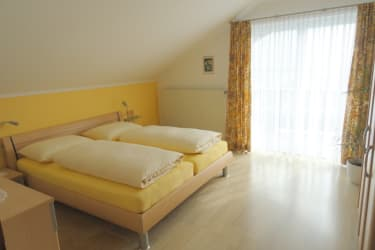Haus Fasching - Ferienwohnung - Schlafzimmer mit Balkon