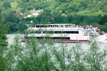 Schiffsverkehr auf der Donau