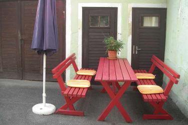 sehr gemütlicher Sitzplatz im Innenhof