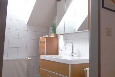 Badezimmer mit Dusche T