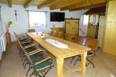 Gästehaus zur alten Buche - einladender Gesellschaftsraum