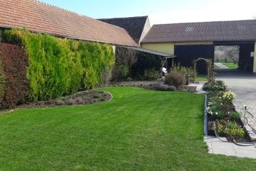 Der neu angelegte Garten zum entspannen