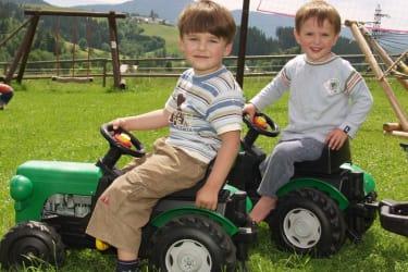 Spielplatz Traktorfahren