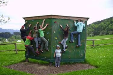 Spielplatz Kletterwand
