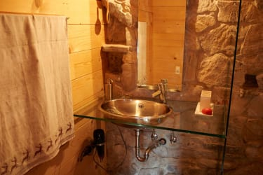 Badezimmer aus Stein