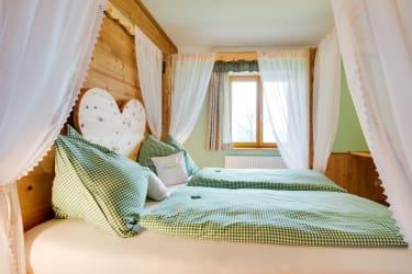 Höchbauer - Himmelbett aus Zirbenholz