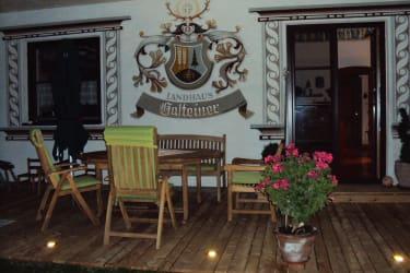 Terrasse mit Wappen
