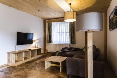 Zeidelhof - Ledersofa mit Liege - Appartments (© Christoph Kempter / www.lensflair.at)