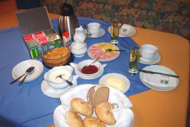 Frühstückstisch am Bauernhof Moar
