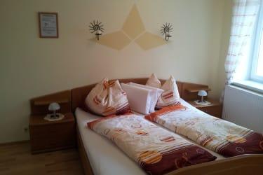 schöne,helle Zimmer  mit DU/WC ,Kabel-TV und Fön
