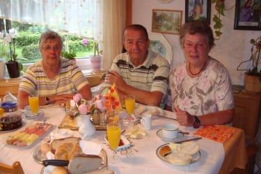 Haus Gertrud - Gemütliches Beisammensein beim Frühstücken
