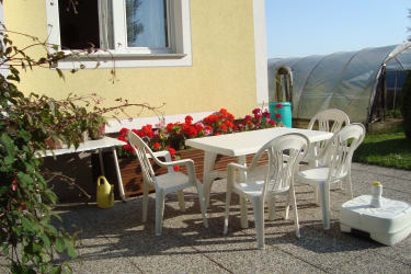 Haus Gertrud - Sitzgelegenheit draußen vor dem Haus