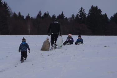 Winterspaß beim Sackl rutschen