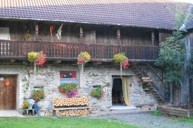 Prannleithen - Innenhof mit Villa Kunterbunt