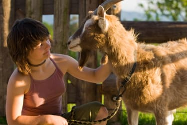 Bauer & Wirt Langthaler - Claudia mit Ziegenbock