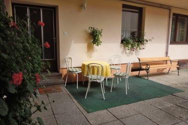 Innenhof mit Sitzmöglichkeiten