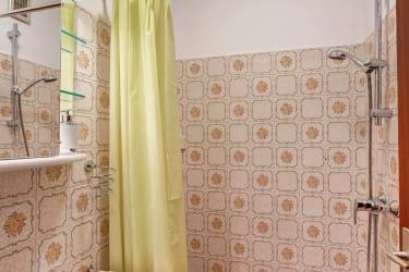 Bad und Dusche Rosenapartment