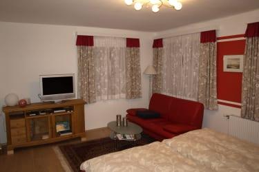 Schlafzimmer TV, Couch