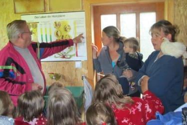 Zwergerlhof - Wir besuchen Opa Moser in seiner Bienenvilla