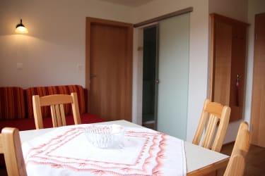 Karhof - Im Rabensteinzimmer - bestehend aus einem Doppelzimmer und einem Wohnzimmer - können Sie gemütliche Urlaubsstunden verbringen