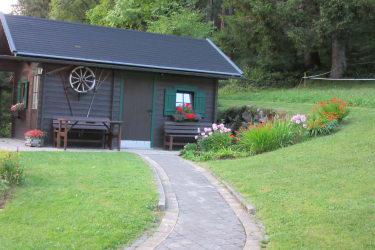 Gartenhütte im Sommer